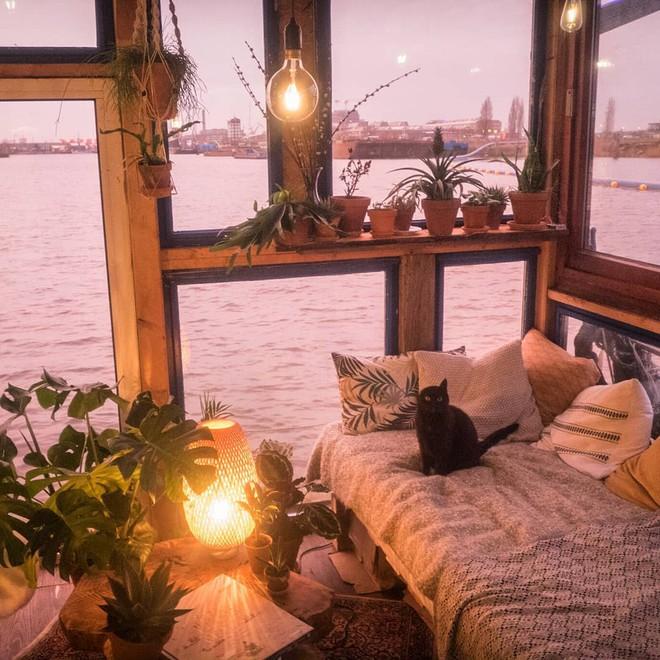 Du lịch khắp Châu Âu bằng thuyền, cuộc sống tuyệt vời đáng mơ ước của hai nhiếp ảnh gia người Đức - Ảnh 4.