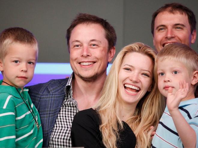 Hành trình kì diệu của Elon Musk: Từ một cậu bé chuyên bị bắt nạt cho đến Iron Man phiên bản đời thực - Ảnh 28.