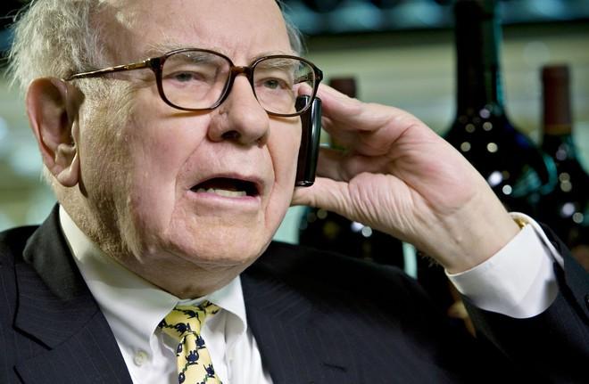 Vì sao Buffet rất chuộng cổ phiếu Apple nhưng lại nói không với Microsoft? - Ảnh 1.