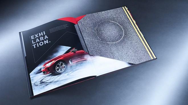 Ô tô của KIA khó có thể drift nhưng sách quảng cáo xe của họ thì có thể drift khét lẹt ngay trên trang giấy - Ảnh 3.