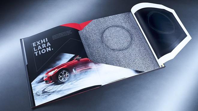 Ô tô của KIA khó có thể drift nhưng sách quảng cáo xe của họ thì có thể drift khét lẹt ngay trên trang giấy - Ảnh 4.