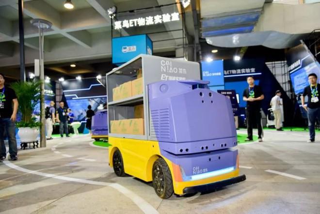 G Plus là robot tự động với khả năng vận chuyển hàng hóa an toàn và nhanh chóng.