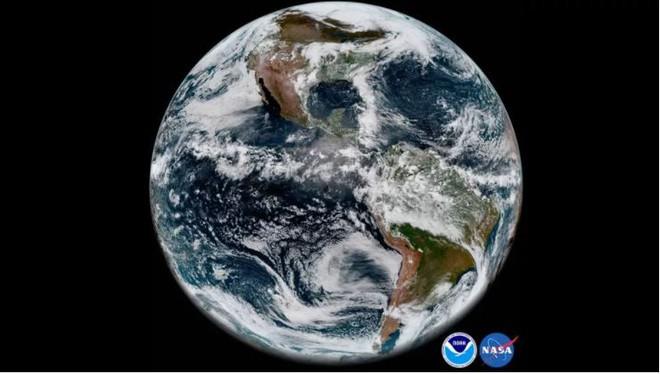 Bức ảnh Trái Đất đầu tiên mà vệ tinh thời tiết GOES-17 chụp được dù đang gặp sự cố về phần cứng.