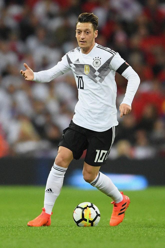 Xếp hạng đồng phục thi đấu của 32 tuyển World Cup 2018: Thụy Sĩ xấu nhất, Nigeria đẹp nhất - Ảnh 32.