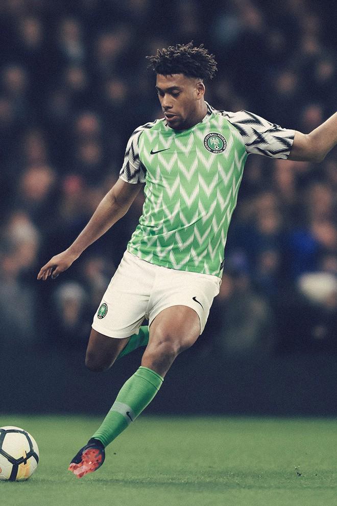 Xếp hạng đồng phục thi đấu của 32 tuyển World Cup 2018: Thụy Sĩ xấu nhất, Nigeria đẹp nhất - Ảnh 2.
