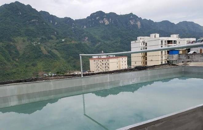Trung Quốc: Xây hồ bơi trái phép trên nóc chung cư để tập luyện giữ dáng - Ảnh 2.