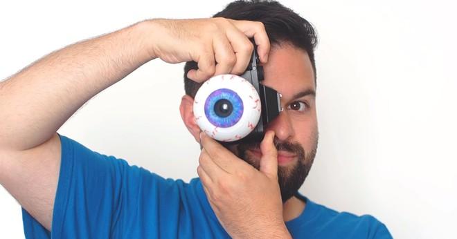 Nhiếp ảnh gia tạo ra ống kính máy ảnh có hình dạng của ... một con mắt - Ảnh 1.