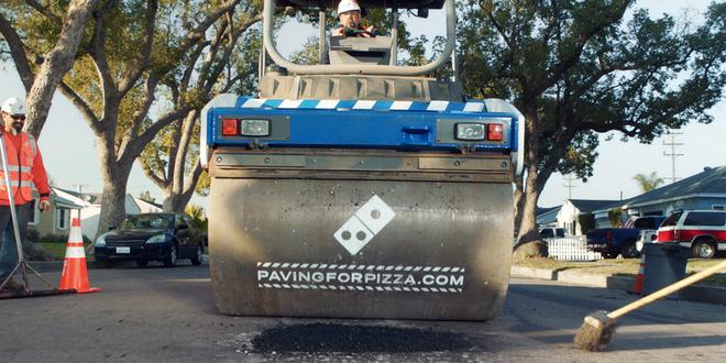 Quảng cáo thông minh: Dominos ngỏ ý lấp ổ gà quanh nhà thực khách để đảm bảo an toàn cho pizza khi vận chuyển - Ảnh 2.