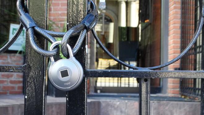 Chuyên gia bảo mật cảnh báo: ổ khóa thông minh tích hợp đầu đọc vân tay giá 2,3 triệu VND nhưng bị hack dễ dàng chỉ trong 10 giây đồng hồ - Ảnh 1.