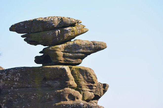 Tác phẩm điêu khắc tự nhiên 320 triệu năm tuổi tại Anh vừa bị 5 thanh niên phá hủy... cho vui - Ảnh 2.