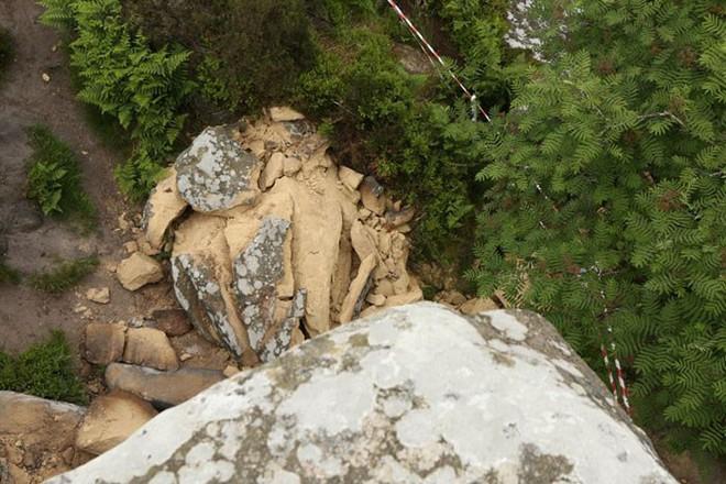 Tác phẩm điêu khắc tự nhiên 320 triệu năm tuổi tại Anh vừa bị 5 thanh niên phá hủy... cho vui - Ảnh 8.
