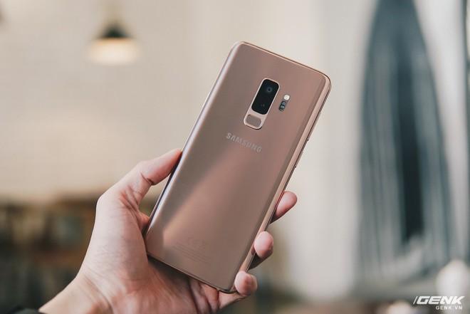 Trên tay Galaxy S9+ Hoàng Kim lấp lánh, RAM 6GB, bộ nhớ 128GB, giá từ 24.490.000 đồng - Ảnh 2.
