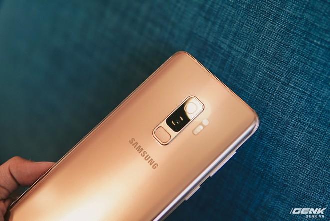 Trên tay Galaxy S9+ Hoàng Kim lấp lánh, RAM 6GB, bộ nhớ 128GB, giá từ 24.490.000 đồng - Ảnh 4.