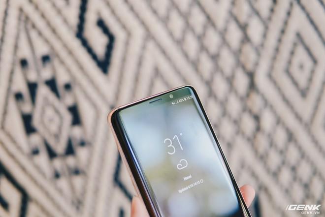 Trên tay Galaxy S9+ Hoàng Kim lấp lánh, RAM 6GB, bộ nhớ 128GB, giá từ 24.490.000 đồng - Ảnh 10.