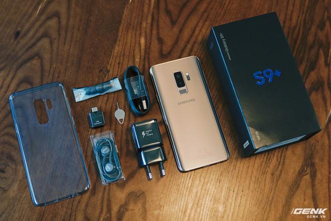Trên tay Galaxy S9+ Hoàng Kim lấp lánh, RAM 6GB, bộ nhớ 128GB, giá từ 24.490.000 đồng - Ảnh 1.