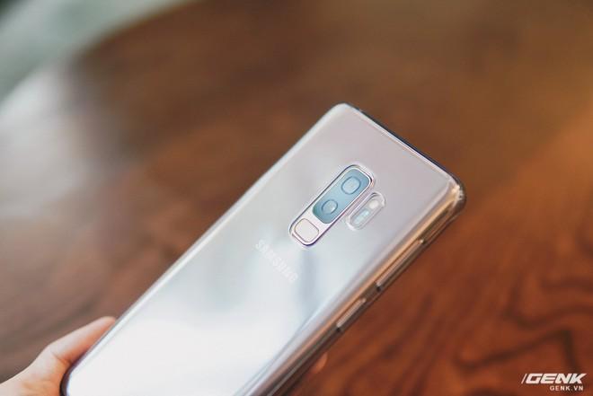 Trên tay Galaxy S9+ Hoàng Kim lấp lánh, RAM 6GB, bộ nhớ 128GB, giá từ 24.490.000 đồng - Ảnh 12.