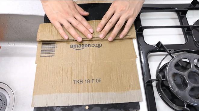 Thùng các-tông ship hàng của Amazon vừa được Youtuber Nhật Bản biến thành dao làm bếp - Ảnh 8.