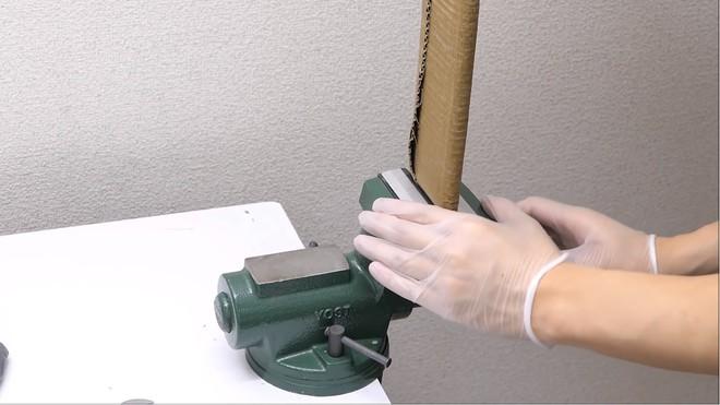 Thùng các-tông ship hàng của Amazon vừa được Youtuber Nhật Bản biến thành dao làm bếp - Ảnh 9.