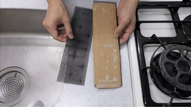 Thùng các-tông ship hàng của Amazon vừa được Youtuber Nhật Bản biến thành dao làm bếp - Ảnh 12.