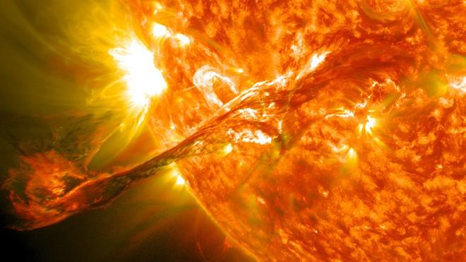 Đây là những gì sẽ xảy ra nếu như bão Mặt Trời đủ mạnh xóa sổ công nghệ của nhân loại - Ảnh 1.