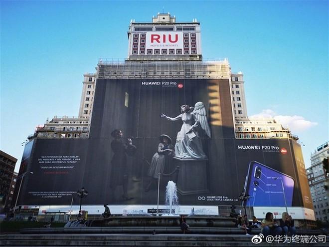 Huawei xuất sắc phá kỷ lục biển quảng cáo lớn nhất thế giới với chiếc Huawei P20 Pro - Ảnh 1.