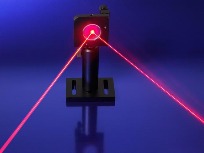 Dùng tia laser tạo ra được dòng điện siêu nhanh, các nhà khoa học cho thấy có thể dùng ánh sáng để điều chỉnh vật chất - Ảnh 2.