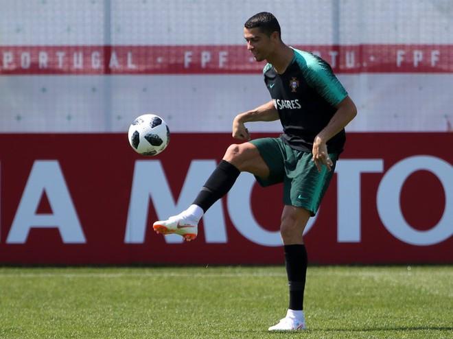 Chế độ tập luyện và ăn uống của Ronaldo đặc biệt đến nỗi đồng đội sợ xanh mặt - Ảnh 2.