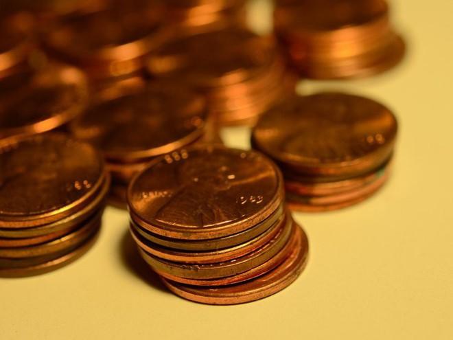 Bạn có một lọ đựng tiền xu thật giả lẫn lộn. Hãy lấy 1 đồng ra và tung lên 3 lần, kết quả bạn thu được là ngửa, ngửa, sấp. Tính xác suất thật/giả của đồng xu mà bạn vừa lấy ra dựa theo kết quả này.