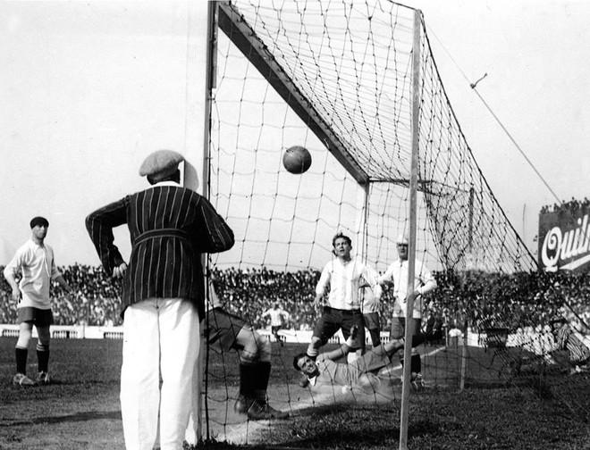 Giải mã lịch sử bàn thắng Olympic, siêu phẩm hiếm có được ghi trực tiếp từ chấm phạt góc - Ảnh 2.