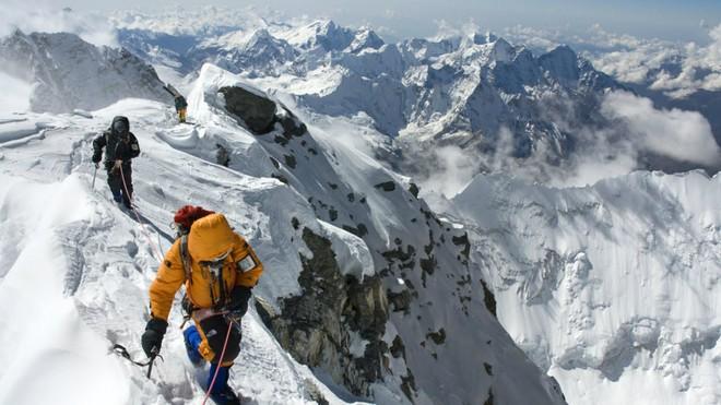 Câu chuyện của Giày Xanh - xác chết nổi tiếng nhất trên đỉnh Everest, cột mốc chỉ đường cho dân leo núi - Ảnh 1.