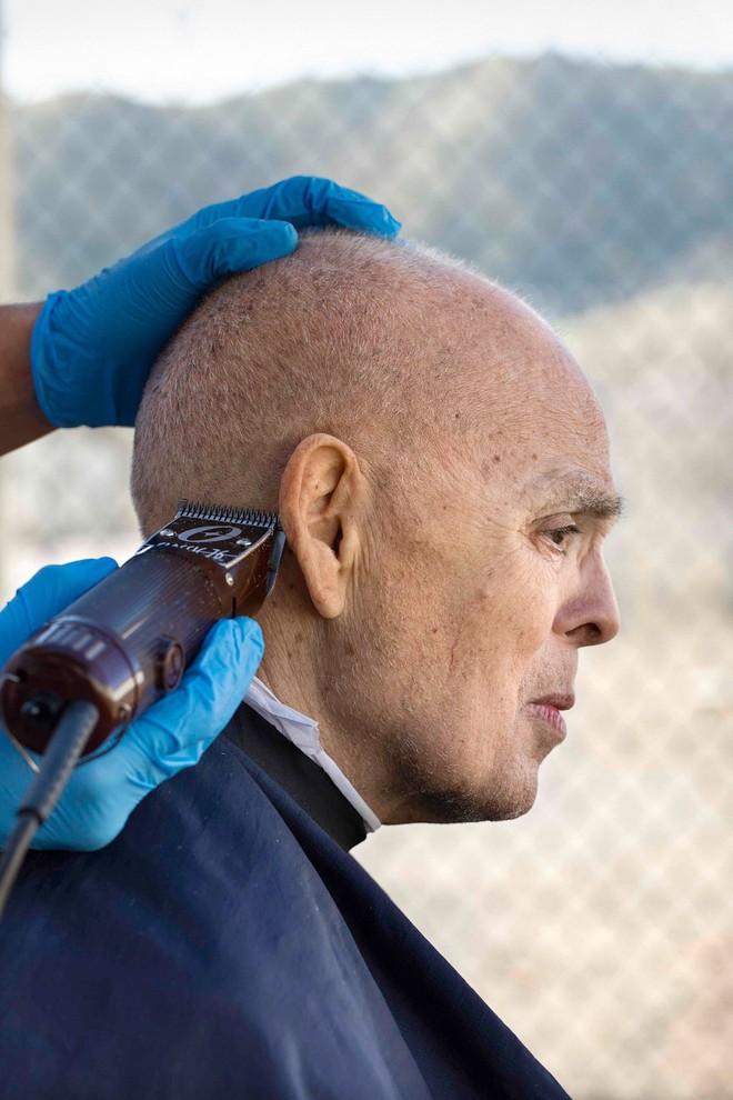 Chuyện cảm động sau song sắt trại giam Mỹ: Những tù nhân chuyên chăm sóc vỗ về người hấp hối - Ảnh 3.