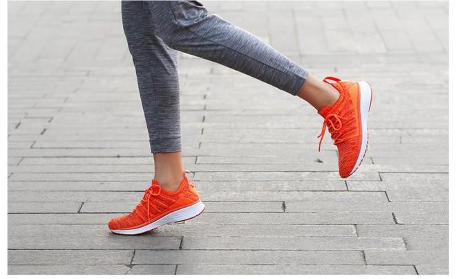 Xiaomi trình làng giày thể thao Mi Sports Sneakers 2, cải thiện thiết kế, giá giữ nguyên 31 USD - Ảnh 1.