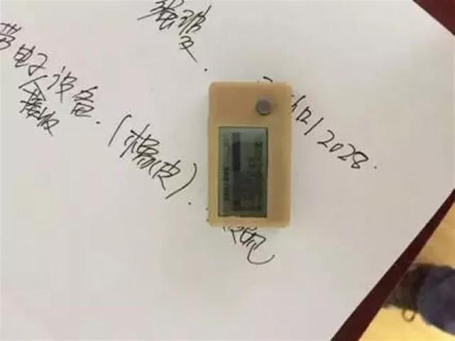 Năm nay, học sinh Trung Quốc gian lận bằng cục tẩy có màn hình, tai nghe bluetooth bé bằng hạt đậu và nhiều thứ khác nữa - Ảnh 2.