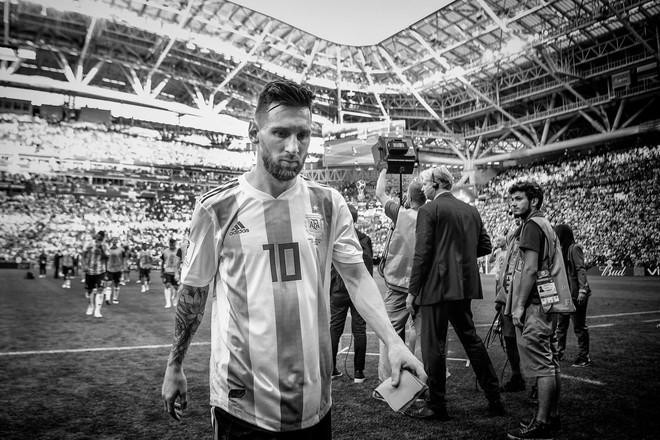 Một World Cup 2018 đầy cảm xúc được tái hiện qua bộ ảnh trắng đen do chính FIFA đăng tải - Ảnh 3.