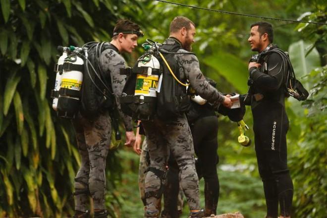 Hollywood lập tức bố ráp lực lượng, bắt tay làm phim ngay hiện trường giải cứu đội bóng Thái Lan - Ảnh 3.