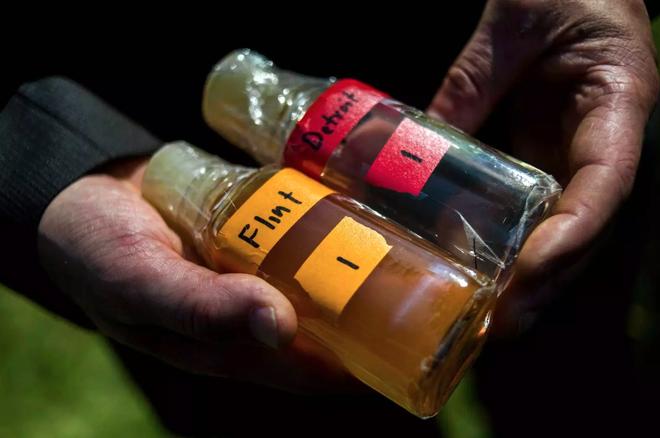 Mẫu nước lấy từ Flint, Michigan