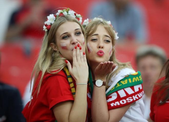 FIFA yêu cầu các nhà đài bớt tập trung vào các cô gái đẹp trên khán đài World Cup 2018 - Ảnh 1.