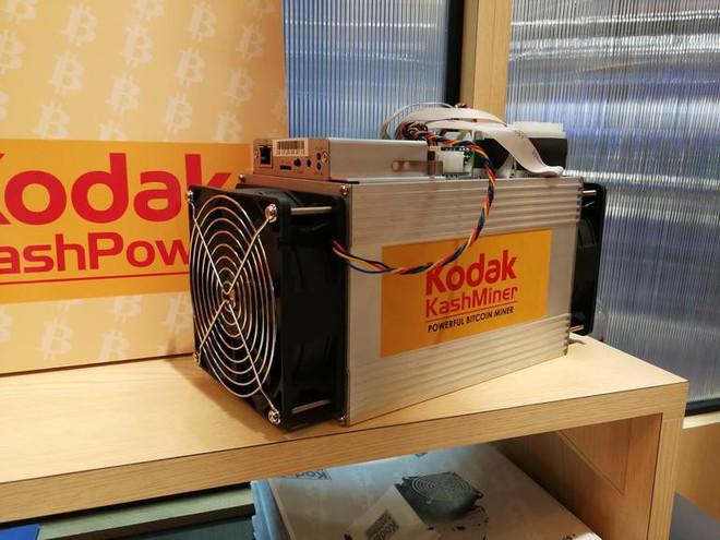 Máy đào Bitcoin Kodak KashMiner được trưng bày tại CES 2018.