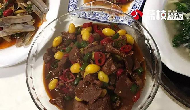 Trung Quốc: Du khách được chào mời ăn thịt nai, ngay cạnh khu bảo tồn nai - Ảnh 3.