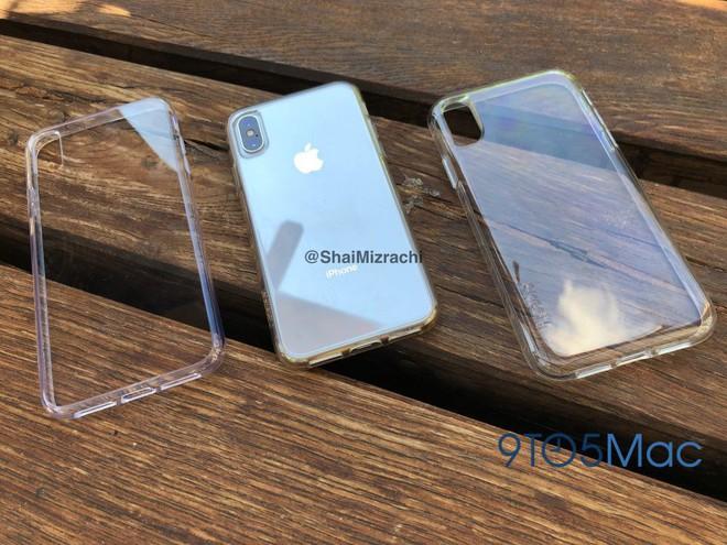 2 chiếc ốp lưng đã phần nào hé lộ toàn bộ thiết kế của iPhone X Plus và iPhone 9.