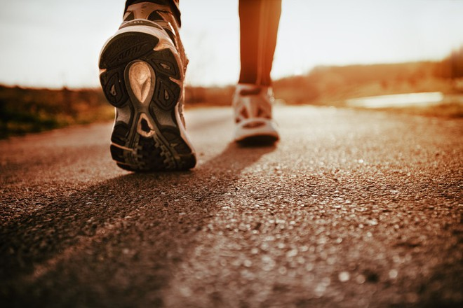 Nếu bạn muốn đi bộ để khỏe mạnh, hãy bước ít nhất 100 bước mỗi phút - Ảnh 1.