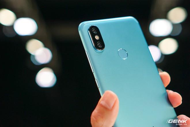 Xiaomi Mi A2, A2 Lite ra mắt: bộ đôi smartphone Android One giá chưa đến 6 triệu, thiết kế na ná iPhone X, cũng có camera AI - Ảnh 2.