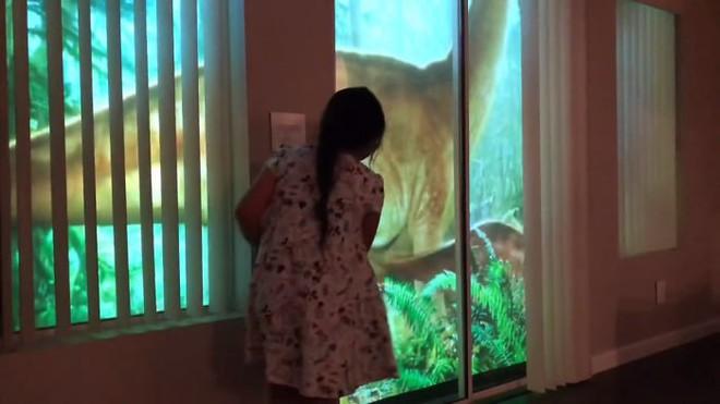 Chỉ bằng máy chiếu, ông bố khiến cô con gái mê khủng long vỡ òa trong thích thú - Ảnh 5.