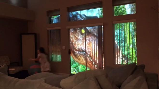 Chỉ bằng máy chiếu, ông bố khiến cô con gái mê khủng long vỡ òa trong thích thú - Ảnh 8.