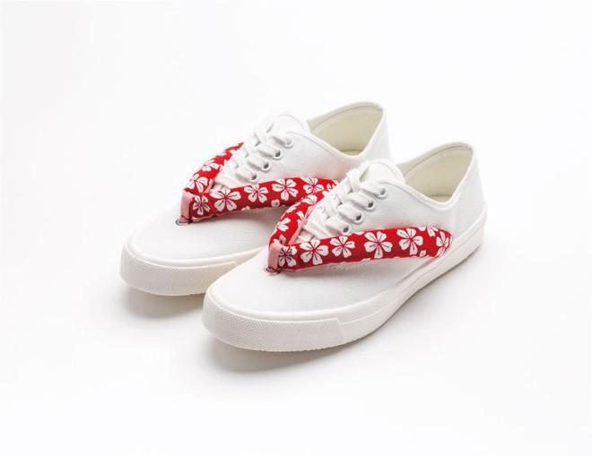 Khi bạn thích đi dép cho thoáng nhưng không thể rời xa sneakers, chắc chắn bạn phải mua mẫu giày này - Ảnh 3.