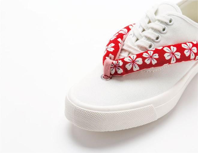 Khi bạn thích đi dép cho thoáng nhưng không thể rời xa sneakers, chắc chắn bạn phải mua mẫu giày này - Ảnh 4.
