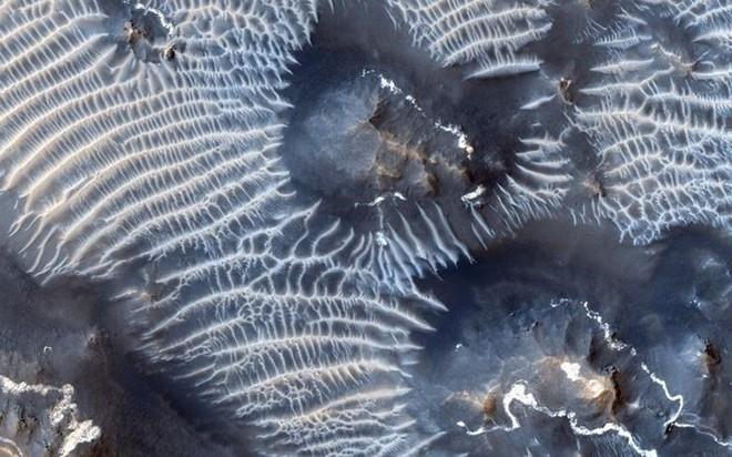 Cận cảnh bề mặt kỳ thú trên Sao Hỏa trong loạt ảnh mới nhất của NASA - Ảnh 11.
