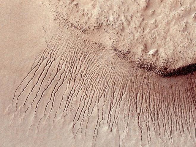 Cận cảnh bề mặt kỳ thú trên Sao Hỏa trong loạt ảnh mới nhất của NASA - Ảnh 10.