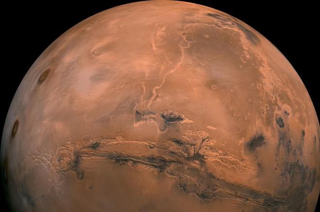 Nhà khoa học lão làng tại NASA tuyên bố: Con người sẽ cần tới 3 hành tinh nữa thì mới đủ để sống tiếp - Ảnh 2.