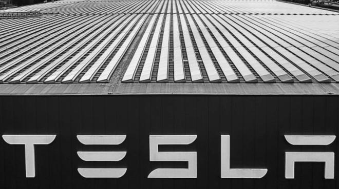 Một Elon Musk và Tesla rất không... bình thường - Ảnh 3.